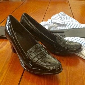 Clark's bendables 6.5M black patent leather EUC